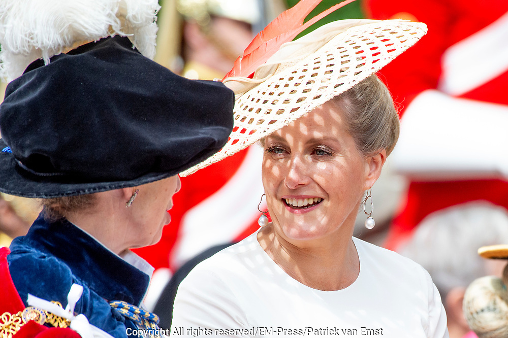 "Koning Willem Alexander wordt door Hare Majesteit Koningin Elizabeth II geïnstalleerd in de 'Most Noble Order of the Garter'. Tijdens een jaarlijkse ceremonie in St. Georgekapel, Windsor Castle, wordt hij geïnstalleerd als 'Supernumerary Knight of the Garter'.<br /> <br /> King Willem Alexander is installed by Her Majesty Queen Elizabeth II in the ""Most Noble Order of the Garter"". During an annual ceremony in St. George's Chapel, Windsor Castle, he is installed as ""Supernumerary Knight of the Garter"".<br /> <br /> Op de foto / On the photo:  Sophie, Countess of Wessex"