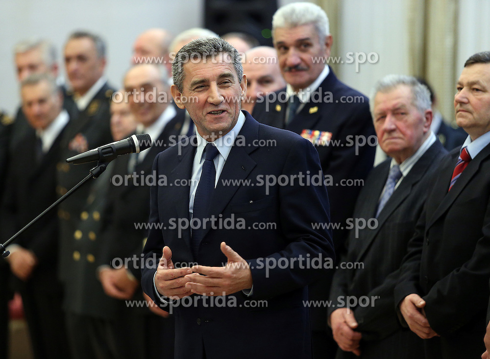 16.11.2012, Praesidentenpalast, Zagreb, CRO, Freispruch fuer Generaele Gotovina und Markac. Das UNO-Kriegsverbrechertribunal in Den Haag hat heute in einem Berufungsverfahren die zwei zuvor zu 24 bzw. 18 Jahren Haft verurteilten kroatischen Ex-Generäle Ante Gotovina und Mladen Markac freigesprochen, Empfang der Generäle am Hauptplatz. im Bild der Kroatische Praesident Ivo Josipovic empfaengt die beiden freigesprochenen Generäle Ante Gotovina und Mladen Markac im Praesidenten Palast // Croatian President Ivo Josipovic received the two generals Ante Gotovina and Mladen Markac received at the presidential Palace. The UN war crimes tribunal in Hague has today acquitted on appeal the two previously sentenced to 24 and 18 years in prison for former Croatian generals Ante Gotovina and Mladen Markac, presidential Palace, Croatia on 2012/11/16. EXPA Pictures © 2012, PhotoCredit: EXPA/ Pixsell/ Jurica Galoic..***** ATTENTION - OUT OF CRO, SRB, MAZ, BIH and POL *****
