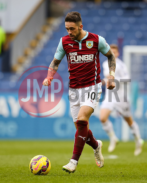 Burnley's Danny Ings attacks  - Photo mandatory by-line: Matt McNulty/JMP - Mobile: 07966 386802 - 28/02/2015 - SPORT - Football - Burnley - Turf Moor - Burnley v Swansea City - Barclays Premier League