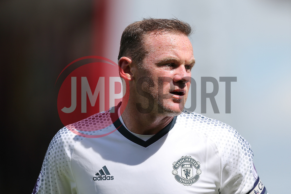 Wayne Rooney of Manchester United looks on - Rogan Thomson/JMP - 14/08/2016 - FOOTBALL - Vitality Stadium - Bournemouth, England - Bournemouth v Manchester United - Premier League Opening Weekend.