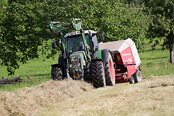 THEMENBILD - Heuernte, Landwirt mit Traktor beim Heuballenpressen, Ballenpressen, aufgenommen in Winden, Deutschland am 24. Juni 2015. EXPA Pictures © 2015, PhotoCredit: EXPA/ Eibner-Pressefoto/ Fleig<br /> <br /> *****ATTENTION - OUT of GER*****