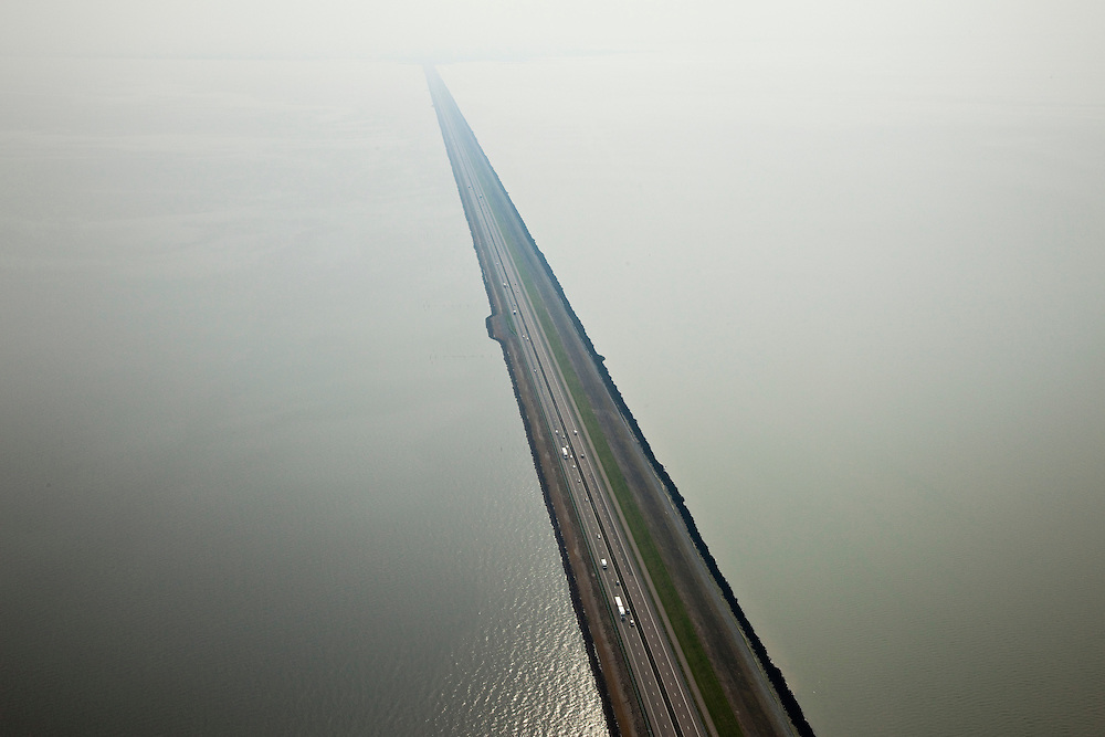 Nederland, Friesland, Gemeente Wonseradeel, 28-04-2010; Afsluitdijk ter hoogte van Breezanddijk, (voormalig werkeiland Breezand). Gezien naar de kust van Noord-Holland, IJsselmeer (l), Waddenzee (r)..Enclosure Dam at the height of Breezanddijk (former 'work island' Breezand), seen in the direction of Noord-Holland, IJsselmeer lake (l), the Wadden Sea (r)..luchtfoto (toeslag), aerial photo (additional fee required).foto/photo Siebe Swart