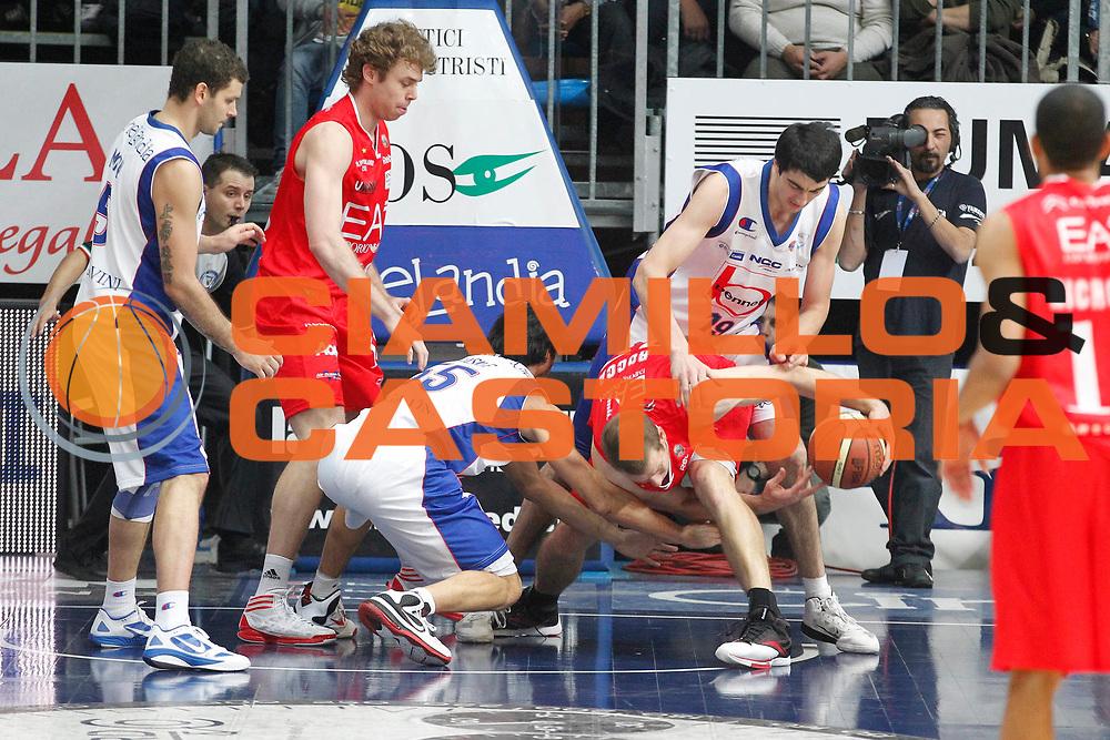 DESCRIZIONE : Cantu Campionato Lega A 2011-12 Bennet Cantu EA7 Emporio Armani Milano<br /> GIOCATORE : Richard Mason Rocca<br /> CATEGORIA : Rimbalzo Curiosita Super<br /> SQUADRA : EA7 Emporio Armani Milano<br /> EVENTO : Campionato Lega A 2011-2012<br /> GARA : Bennet Cantu EA7 Emporio Armani Milano<br /> DATA : 26/12/2011<br /> SPORT : Pallacanestro<br /> AUTORE : Agenzia Ciamillo-Castoria/G.Cottini<br /> Galleria : Lega Basket A 2011-2012<br /> Fotonotizia : Cantu Campionato Lega A 2011-12 Bennet Cantu EA7 Emporio Armani Milano<br /> Predefinita :