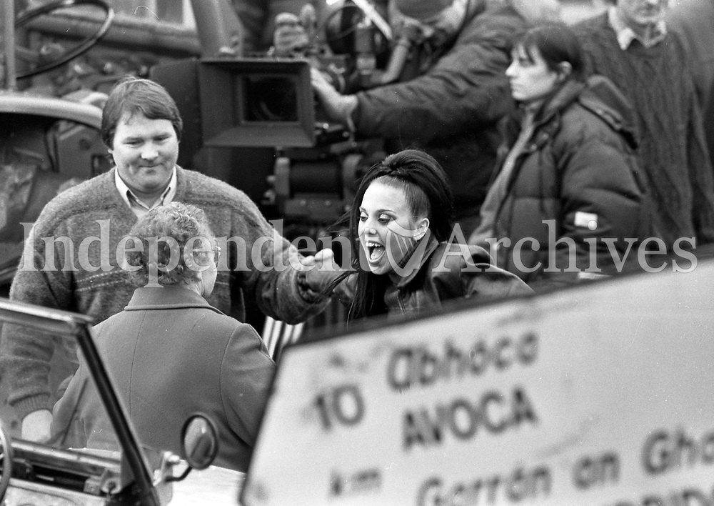 On the set of the Spice Girls' video in Rathdrum, Wicklow are local residents and Sporty Spice/Melanie Chisholm/Mel C. 28/1/98 (Part of the Independent Newspapers Ireland/NLI Collection)