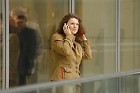 16 OCT 2002, BERLIN/GERMANY:<br /> Ute Vogt, MdB, SPD, Landesvorsitzende Baden-Wuerttemberg, telefoniert mit dem Handy, Deutscher Bundestag<br /> IMAGE: 20021016-02-018<br /> KEYWORDS: Telefon, phone, mobile, Mobiltelefon