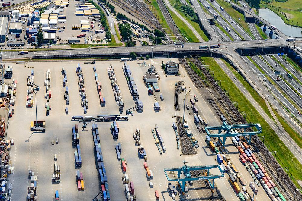 Nederland, Zuid-Holland, Rotterdam, 10-06-2015; Eemhaven , Rail Service Center Rotterdam (RSC Rotterdam),  overslag voor het gecombineerde rail-wegvervoer.<br /> Container stevedore.<br /> luchtfoto (toeslag op standard tarieven);<br /> aerial photo (additional fee required);<br /> copyright foto/photo Siebe Swart