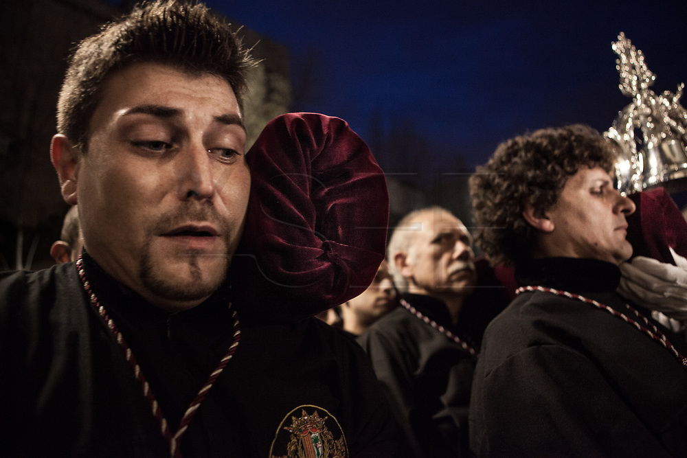 """Penintents carrying the Captive Jesus """"paso"""". Procession of the arrest of Jesus in the city of Mataró (Barcelona), Spain. Easter 2013, Eva Parey/4SEE."""