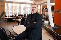 13 DEZ 2010, BERLIN/GERMANY:<br /> Norbert Kunz, Geschaeftsfuehrer iq consult, in den Raeumen von impakt Berlin, ein Projekt der iq consult das Co-working und Gruenderberatung bietet<br /> IMAGE: 20101213-01-011