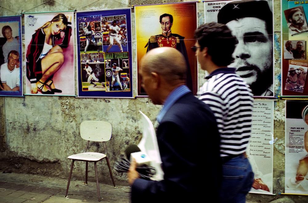 VENEZUELAN POLITICS / POLITICA EN VENEZUELA<br /> Seller Posters, Caracas - Venezuela 2000 / Vendedor de afiches, Caracas / Venezuela 2000<br /> (Copyright © Aaron Sosa)