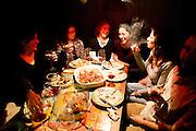 Atene, Dec. 2014 - Christiana Chiranagnostaki (32), Lina Damoula (33) e gli altri ospiti della Residenza a tavola. - Grecia: Reaction Era