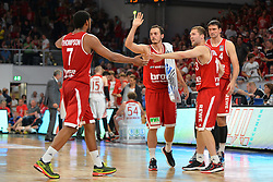 14.06.2015, Brose Arena, Bamberg, GER, Beko Basketball BL, Brose Baskets Bamberg vs FC Bayern Muenchen, Playoffs, Finale, 3. Spiel, im Bild Karsten Tadda (Brose Baskets Bamberg / Mitte), Janis Strelnieks (Brose Baskets Bamberg / Zweiter von rechts) und Dalibor Bagaric (Brose Baskets Bamberg / rechts) klatschen bei einer Auszeit mit Ryan Thompson (Brose Baskets Bamberg / links) ab. // during the Beko Basketball Bundes league Playoffs, final round, 3rd match between Brose Baskets Bamberg and FC Bayern Muenchen at the Brose Arena in Bamberg, Germany on 2015/06/14. EXPA Pictures &copy; 2015, PhotoCredit: EXPA/ Eibner-Pressefoto/ Merz<br /> <br /> *****ATTENTION - OUT of GER*****