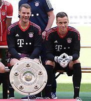 FUSSBALL     1. BUNDESLIGA     SAISON  2017/2018  08.08.2017 Fototermin, Mannschaftbild beim FC Bayern Muenchen der Allianz Arena:  Torwart Manuel Neuer (li) und Torwart Christian Fruecht (re)
