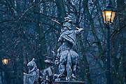 28.12.2006 Warsaw Poland, gas lanterns and king Jan III Sobieski monument on Agrykola Street.Fot Piotr Gesicki Gesicki