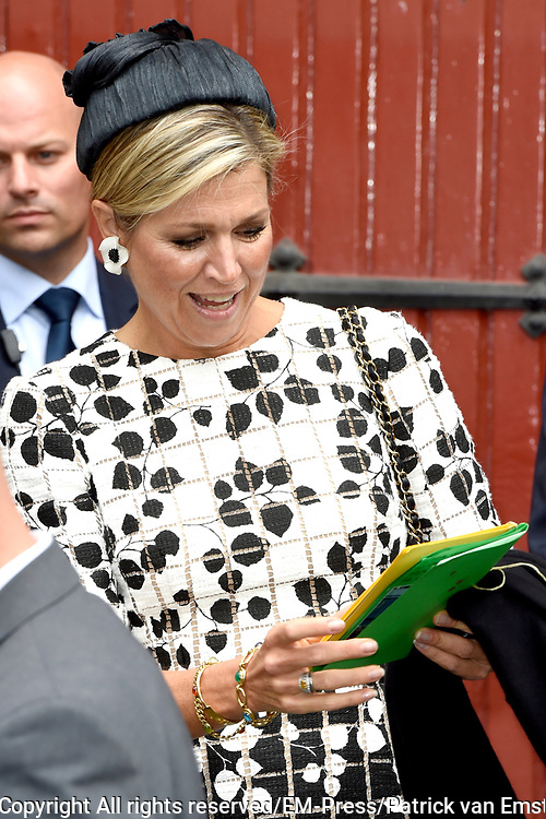 Koningin M&aacute;xima opent Asian Library Universiteit Leiden gehouden  in de Pieterskerk in Leiden<br /> <br /> Queen M&aacute;xima opens Asian Library Leiden University held in the Pieterskerk in Leiden<br /> <br /> op de foto / On the photo: Koning Maxima vertrekt / Queen Maxima Leaves