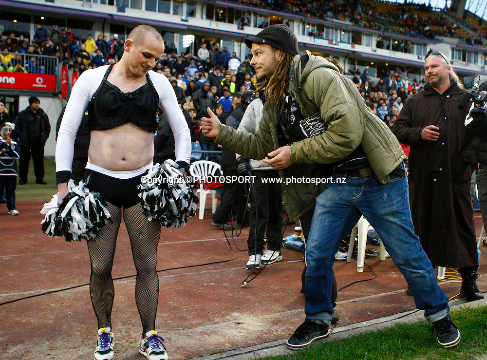 Ben from Pulp Sport takes to the field as a Bendon Man Cheerleader but recieves some support from Bill.  NRL. Vodafone Warriors v Canterbury Bulldogs, Mt Smart Stadium, Auckland, New Zealand. Sunday 12 July 2009. Photo: Simon Watts/PHOTOSPORT Editorial Use Only