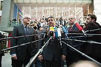 """15 MAY 2012, BERLIN/GERMANY:<br /> Frank-Walter Steinmeier (L), SPD Fraktionsvorsitzender, Sigmar Gabriel (M), SPD Parteivorsitzender, Peer Steinbrueck (R), SPD, Bundesminister a.D., beantworten nach der Pressekonferenz zum Thema """" Der Weg aus der Krise – Wachstum und Beschäftigung in Europa"""" noch weitere Fragen von Journalisten, Bundespressekonferenz<br /> IMAGE: 20120515-01-069<br /> KEYWORDS: Peer Steinbrück, Mikrofon, microphone"""
