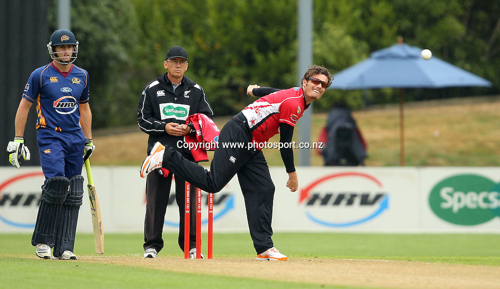 Rob Nicol in action for the Wizards.<br /> Twenty20 Cricket - HRV Cup, Otago Volts v Canterbury Wizards, 13 January 2012, University Oval, Dunedin, New Zealand.<br /> Photo: Rob Jefferies/PHOTOSPORT