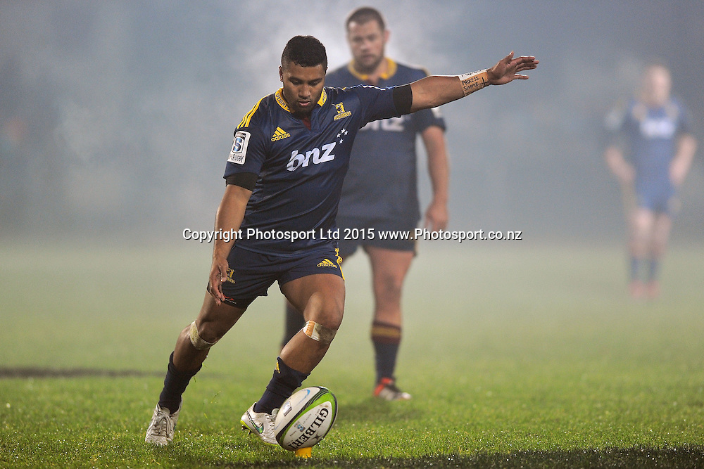 Lima Sopoaga of the Highlanders makes a conversion, during the Super Rugby Match between the Highlanders and the Chiefs, held at Rugby Park, Invercargill, New Zealand, 30th May 2015. Credit: Joe Allison / www.Photosport.co.nz