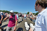 Nederland, the Netherlands, Nijmegen, 21-7-2015Op de Wedren starten om 4 uur de eerste lopers van de 4 daagse. Via de Waalbrug ging het naar de Betuwe en via de Oosterhoutsedijk in een langgerekt lint weer terug. Op verschillende plaatsen langs het parcours zijn waterpunten aangebracht.The International Four Day Marches Nijmegen, or Vierdaagse, is the largest marching event in the world. It is organised every year in Nijmegen in mid-July as a means of promoting sport and exercise. Participants walk 30, 40 or 50 kilometers daily, and, on completion, receive a royally approved medal, Vierdaagsekruis. The participants are mostly civilians, but there are also a few thousand military participants. The vierdaagse, Dutch for Four day Event, is an annual walk that has taken place since 1909, being based at Nijmegen since 1916.Foto: Flip Franssen/Hollandse Hoogte