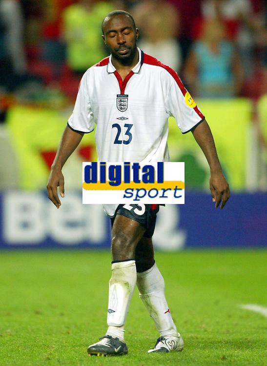 Fotball<br /> Euro 2004<br /> 24.06.2004<br /> Foto: SBI/Digitalsport<br /> NORWAY ONLY<br /> <br /> Kvartfinale<br /> England v Portugal<br /> <br /> A dejected Darius Vassell after missing his penalty