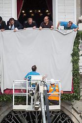 19.06.2014, Plaza de Oriente, Madrid, ESP, Inthronisierung, König Felipe VI, warten auf König Philipp VI und Königin Letizia, im Bild Ambient at the exterior of the Royal Palace, waiting for King Felipe VI // during the Enthronement ceremonies of King Felipe VI at the Plaza de Oriente in Madrid, Spain on 2014/06/19. EXPA Pictures © 2014, PhotoCredit: EXPA/ Alterphotos/ Carlos Dafonte<br /> <br /> *****ATTENTION - OUT of ESP, SUI*****