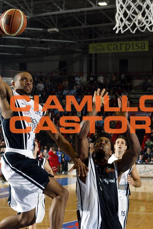 DESCRIZIONE : Napoli Lega A1 2005-06 Carpisa Basket Napoli Whirpool Pallacanestro Varese<br />GIOCATORE : Morandais<br />SQUADRA : Carpisa Basket Napoli<br />EVENTO : Campionato Lega A1 2005-2006 <br />GARA : Carpisa Basket Napoli Whirpool Pallacanestro Varese<br />DATA : 12/11/2005 <br />CATEGORIA : Tiro<br />SPORT : Pallacanestro <br />AUTORE : Agenzia Ciamillo-Castoria/M.Cacciaguerra