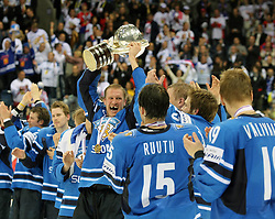 15.04.2011, Orange Arena, Bratislava, SVK, IIHF 2011 World Championship, Finale, SWEDEN vs FINLAND, im BildD.OSSI VAANANEN WITH CUP FOR WORLD CHAMIONSHIP... EXPA Pictures © 2011, PhotoCredit: EXPA/ EXPA/ Newspix/ .Tadeusz Bacal +++++ ATTENTION - FOR AUSTRIA/(AUT), SLOVENIA/(SLO), SERBIA/(SRB), CROATIA/(CRO), SWISS/(SUI) and SWEDEN/(SWE) CLIENT ONLY +++++