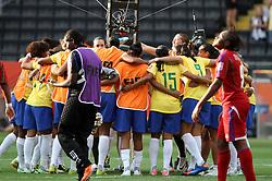 06.07.2011, Commerzbank-Arena, Frankfurt, GER, FIFA Women Worldcup 2011, Gruppe D, Äquatorial-Guinea (EQG) vs. Brasilien (BRA) ,. im Bild Mannschaftskreis Brasilien nach dem 3:0 Sieg . // during the FIFA Women´s Worldcup 2011, Pool D, Equatorial Guinea vs Brazil on 2011/07/06, Commerzbank-Arena, Frankfurt, Germany. EXPA Pictures © 2011, PhotoCredit: EXPA/ nph/  Karina Hessland       ****** out of GER / CRO  / BEL ******