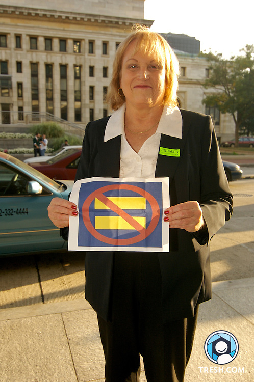 HRC Federal Club member Shelly Emerson of Atlanta, GA, protests HRC for not encouraging members of Congress to vote against a non-transgender-inclusive version of the Employment Non-Discrimination Act (ENDA) at the Human Rights Campaign Annual National Dinner, Saturday, October 6, 2007, held in the Washington D.C. Convention Center.