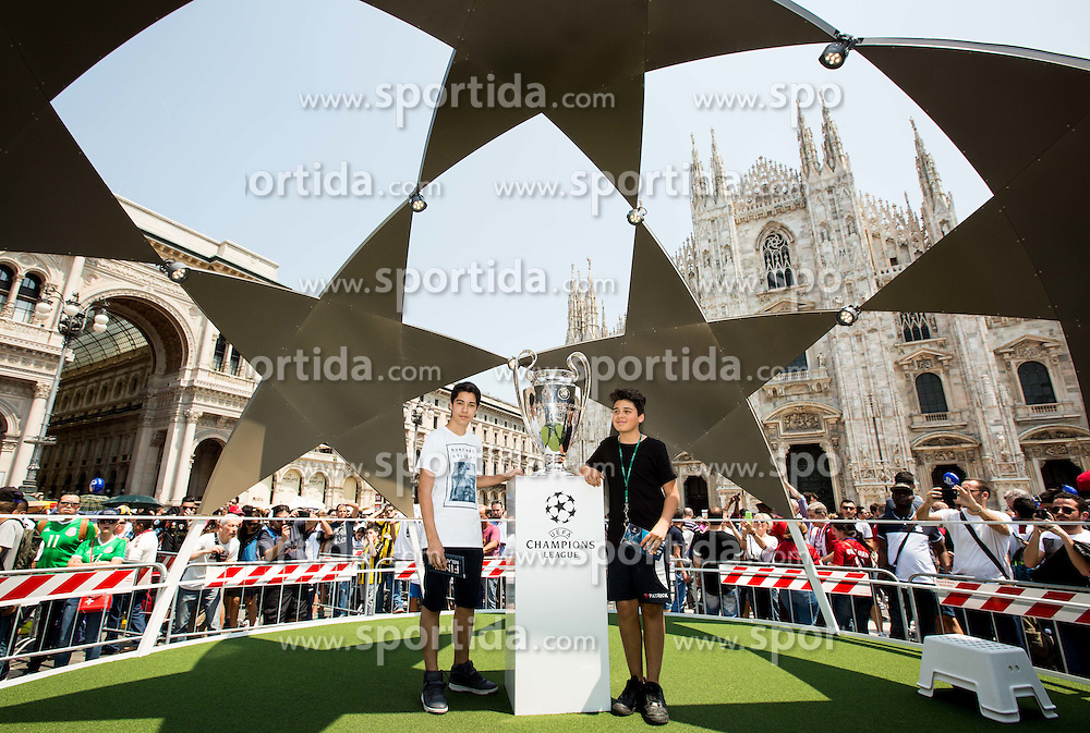 Fans taking picture with a trophy in the city centre prior to the football match between Real Madrid (ESP) and Atlético Madrid (ESP) in Final of UEFA Champions League, on May 28, 2016 in Doumo, Milan, Italy. Photo by Vid Ponikvar / Sportida