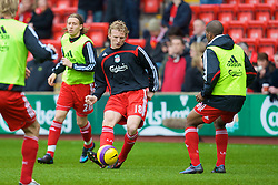 LIVERPOOL, ENGLAND - Saturday, February 23, 2008: Liverpool's Dirk Kuyt warms up before the Premiership match against Middlesbrough at Anfield. (Photo by David Rawcliffe/Propaganda)