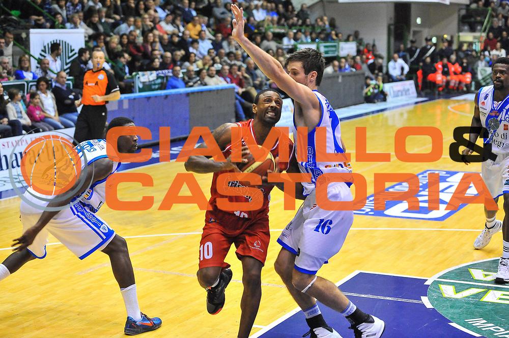 DESCRIZIONE : Campionato 2013/14 Dinamo Banco di Sardegna Sassari - Grissin Bon Reggio Emilia<br /> GIOCATORE : Troy Bell<br /> CATEGORIA : Tiro Penetrazione<br /> SQUADRA : Grissin Bon Reggio Emilia<br /> EVENTO : LegaBasket Serie A Beko 2013/2014<br /> GARA : Dinamo Banco di Sardegna Sassari - Grissin Bon Reggio Emilia<br /> DATA : 08/12/2013<br /> SPORT : Pallacanestro <br /> AUTORE : Agenzia Ciamillo-Castoria / Luigi Canu<br /> Galleria : LegaBasket Serie A Beko 2013/2014<br /> Fotonotizia : Campionato 2013/14 Dinamo Banco di Sardegna Sassari - Grissin Bon Reggio Emilia<br /> Predefinita :