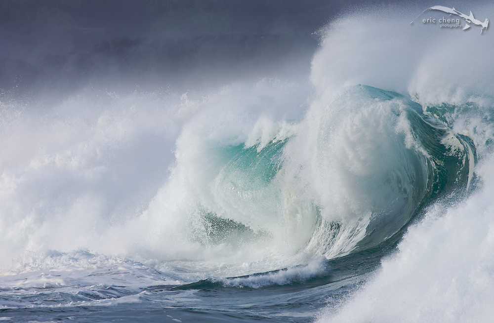Breaking waves at Waimea Bay Beach Park, Oahu, Hawaii