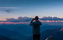 THEMENBILD, ein Mann macht ein Foto mit seinen Mobiltelefon von der Bergkulisse bei Sonnenuntergang, aufgenommen am 18.05.2017, Kitzsteinhorn, Kaprun, Österreich // A man takes a photo with his mobile phone from the mountain scenery at sunset at the Kitzsteinhorn Glacier in Kaprun, Austria on 2017/05/18. EXPA Pictures © 2017, PhotoCredit: EXPA/ JFK