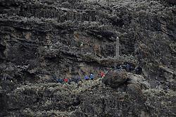 20-10-2008 REPORTAGE: KILIMANJARO CHALLENGE 2008: TANZANIA <br /> Beginnend met de Barranco Wall lopen we vandaag  naar Karanga Camp op 4040 meter. De Kilimanjaro Challenge van de BvdGf.<br /> &copy;2008-FotoHoogendoorn.nl