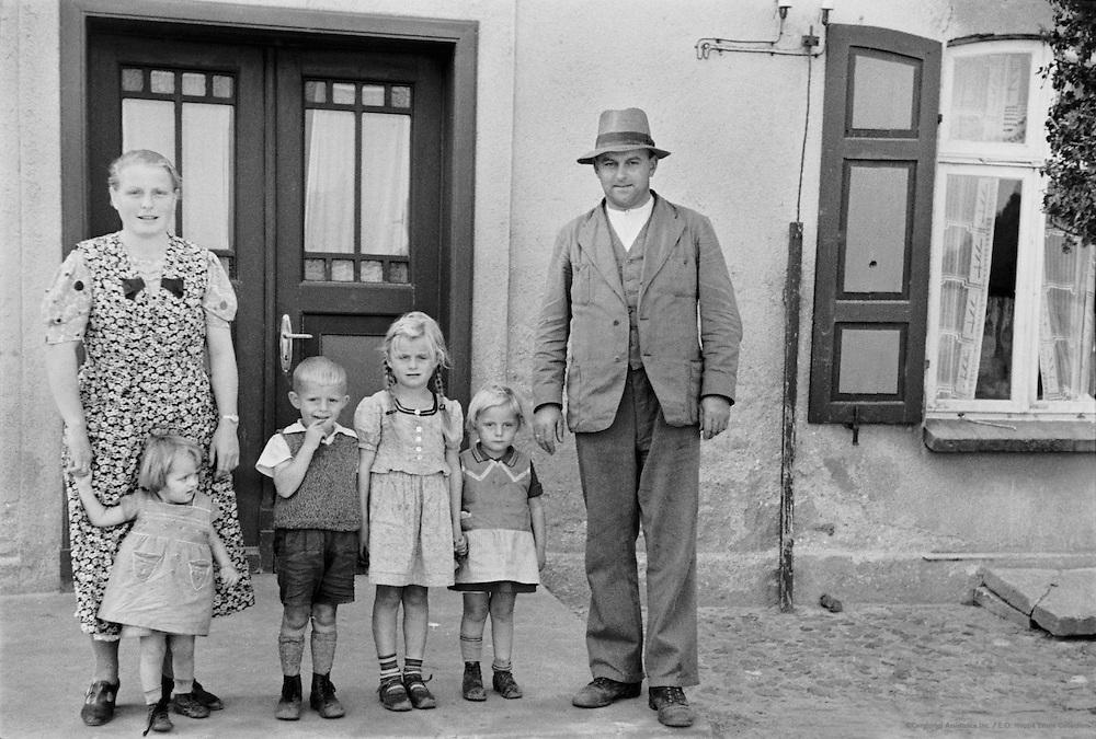Erbhof Farm Family, Wustrow, Mecklenburg, 1937