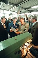 25 AUG 2000, BOXBERG/GERMANY:<br /> Gerhard Schröder, Bundeskanzler, unterhält sich mit einem Auszubildenden der Vereinigten Energiewerke AG (VEAG) an einer Drehbank des Ausbildungszentrums, rechts: Parl. StMin Rolf Schwanitz, Beauftragter der Bundesregierung für die Ostdeutschen Länder, Sommerreise des Kanzlers durch die Ostdeutschen Bundesländer<br /> IMAGE: 20000825-01/06-09<br /> KEYWORDS: Gerhard Schröder, Azubi, Ausbildung, Arbeiter, worker