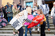 Koningin Maxima en prinses Mabel tijdens de Conferentie voor Mental Health and Psychosocial Support in het Koninklijk Instituut voor de Tropen. <br /> <br /> Queen Maxima and Princess Mabel during the Conference for Mental Health and Psychosocial Support at the Royal Tropical Institute.<br /> <br /> Op de foto / On the photo:  Aankomst Prinses Mabel en minister Sigrid Kaag met Britt Scholte / Arrival of Princess Mabel and Minister Sigrid Kaag