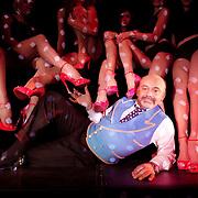 Christian Louboutin signe le nouveau spectacle du Crazy Horse ''Feu'. Pendant les répétitions.