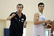 DESCRIZIONE : Roma Centro CONI Giulio Onesti Raduno Collegiale<br /> GIOCATORE : Simone Pianigiani Marco Carraretto<br /> SQUADRA : Nazionale Italia Uomini<br /> EVENTO : Raduno Collegiale Nazionale Italiana Maschile<br /> GARA : <br /> DATA : 21/07/2010 <br /> CATEGORIA : allenamento<br /> SPORT : Pallacanestro <br /> AUTORE : Agenzia Ciamillo-Castoria/ElioCastoria<br /> Galleria : Fip Nazionali 2010 <br /> Fotonotizia : Roma Centro CONI Giulio Onesti Raduno Collegiale<br /> Predefinita :
