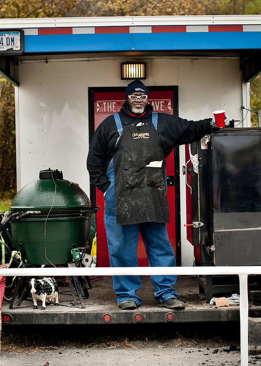 """Big Moe Cason with his smokers in the back of his trailer that he calls """"The Girl"""". .. Photographer: Chris Maluszynski /MOMENT"""