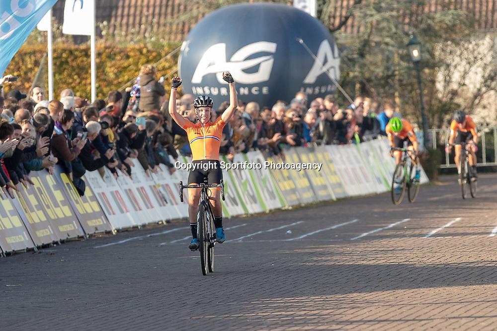 04-11-2018: Wielrennen: EK veldrijden: Rosmalen<br /><br />Clean sweep for the Dutch women at the European cyclocross champs. Annemarie Worst 1th, Marianne Vos 2md and Denise Bensema 3th