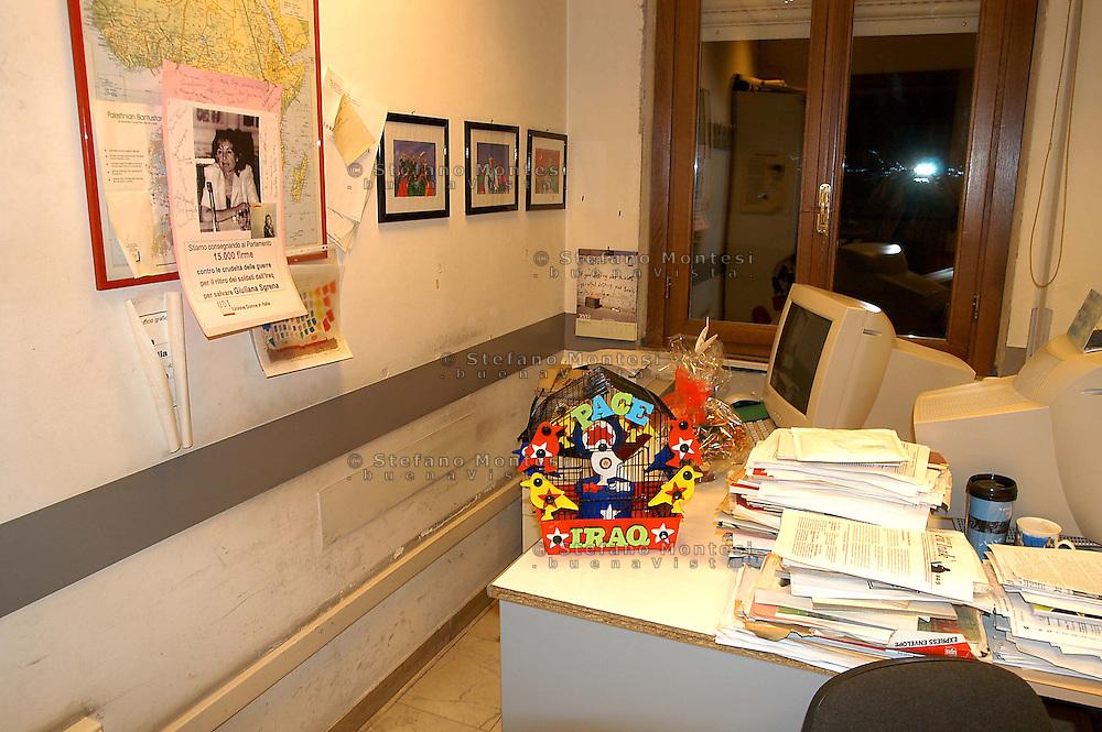Roma  4  Marzo 2005.Conferenza stampa nelle sede del giornale Il Manifesto,in  via Tomacelli, per la liberazioneo di Giuliana  Sgrena  inviata del giornale in Iraq. La stanza di Giuliana Sgrena