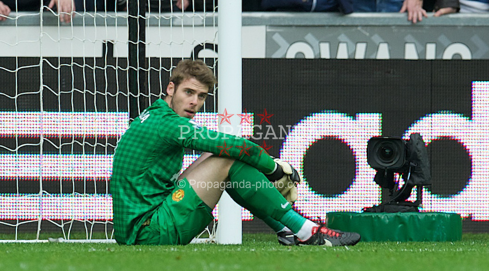 SWANSEA, WALES - Sunday, December 23, 2012: Manchester United's goalkeeper David de Gea looks dejected as Swansea City score the first equalising goal during the Premiership match at the Liberty Stadium. (Pic by David Rawcliffe/Propaganda)