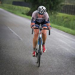 03-09-2015: Wielrennen: Ladiestour: Tiel <br /> TIEL (NED) wielrennen<br /> De derde etappe was rond Tiel en ging door de Betuwe. Vera Koedooder ging opzoek naar de koploopsters Bastianelli en Hall maar kon de sprong niet maken