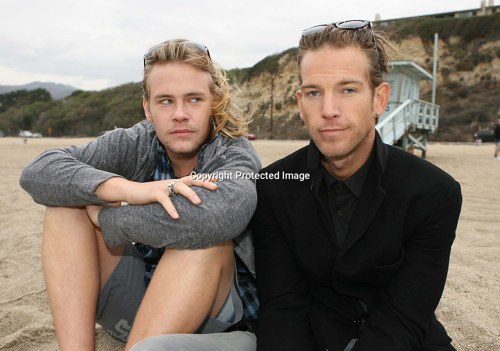 SEAN BROSNAN AND BRAWLEY NOLTE  AT WESTWARD BEACH MALIBU CALIFORNIA.8.12.08.PIX STEVE BUTLER EXCLUSIVE