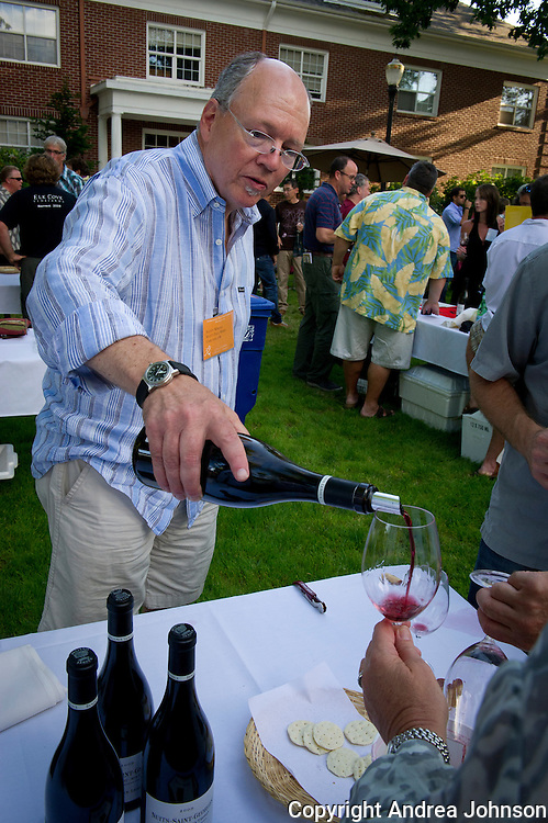 Scott Wright pouring at 2011 IPNC