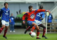 Fotball, 21. september 2002. semifinale NM herrer, Vålerenga - Aalesund 2-0. Eirik Hoseth, Aalesund, i duell med Pa-Modou Kah, Vålerega.