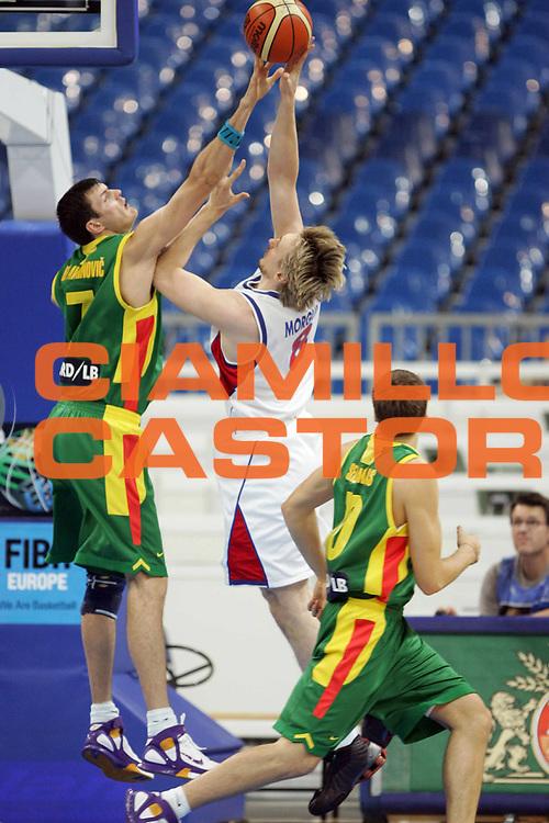 DESCRIZIONE : Belgrado Belgrade Eurobasket Men 2005 Lituania-Russia<br /> GIOCATORE : Morgunov Darjus Lavrinovic<br /> SQUADRA : Russia Lituania Lituania<br /> EVENTO : Eurobasket Men 2005 Campionati Europei Uomini 2005<br /> GARA : Lituania Russia Lithuania Russia<br /> DATA : 23/09/2005<br /> CATEGORIA :<br /> SPORT : Pallacanestro<br /> AUTORE : Ciamillo&amp;Castoria/Fiba Europe Pool