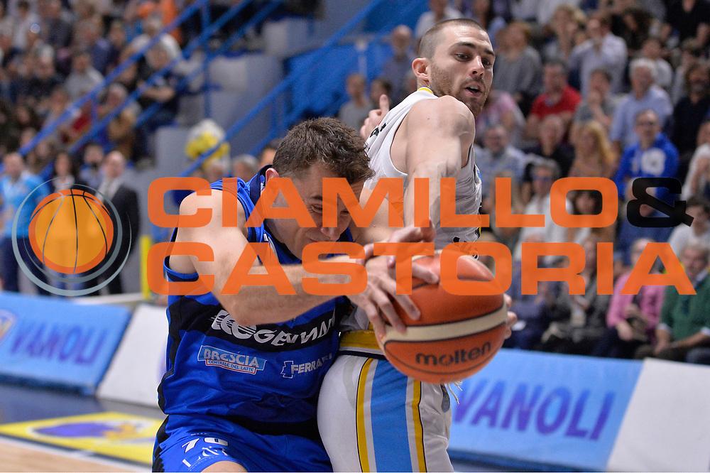 Franko Bushati, Matt Carlino<br /> Vanoli Cremona - Germani Basket Brescia Leonessa<br /> Lega Basket Serie A 2016/2017<br /> Cremona, 09/04/2017<br /> Foto M.Ceretti / Ciamillo - Castoria